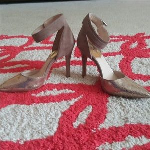 EUC Vince Camuto Pointed toe Heels